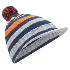 Bonnet en tricot rayé avec pompon et visière intégrée