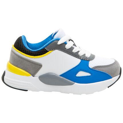 Sportieve sneakers met contrasterende inzetstukken en gecompenseerde zool
