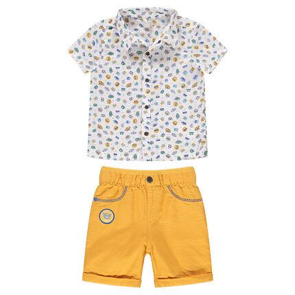 Ensemble avec chemise imprimée et bermuda jaune