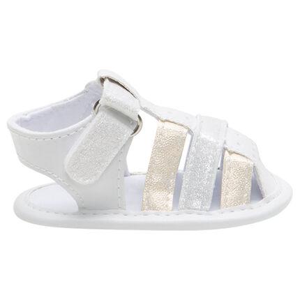 Soepele sandalen met iriserende riemen en klittenbandsluiting