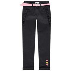 Jeans gevoerd met jerseystof met geborduurde bloemen en riem met pailletjes