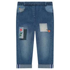 Jeans met used effect, borduurwerk met bloemen en fantasiepatches