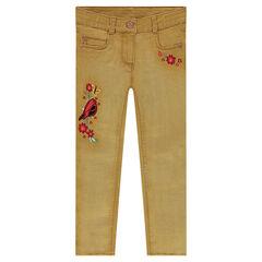 Jeans effet used avec oiseau et fleurs brodés sur les jambes