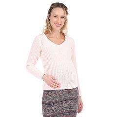 Zwangerschapstrui van lichtroze tricot.