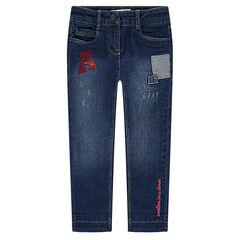 Jeans met used en crinkle-effect met opgestikte badges