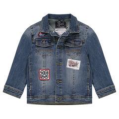 Jeansvest met used effect, opgestikte badges en zakken