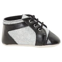 Hoge sneakers met zwarte en zilveren veters