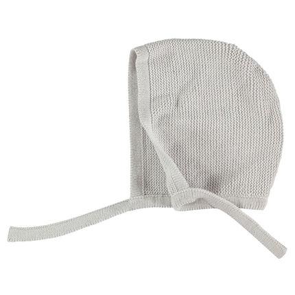 Bonnet en tricot avec liens à nouer