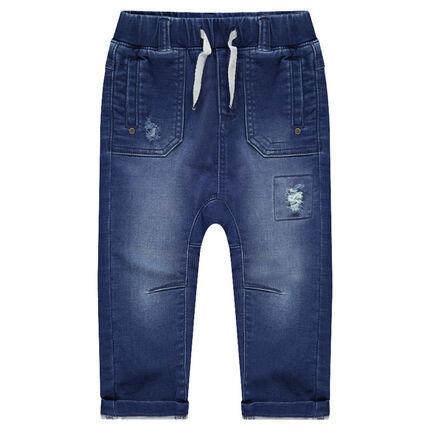 Jeans met used-effect en elastische taille en met geborduurde walvis aan de achterzijde