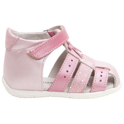 Geïriseerde, lederen roze sandalen met riem met klittenbandsluiting