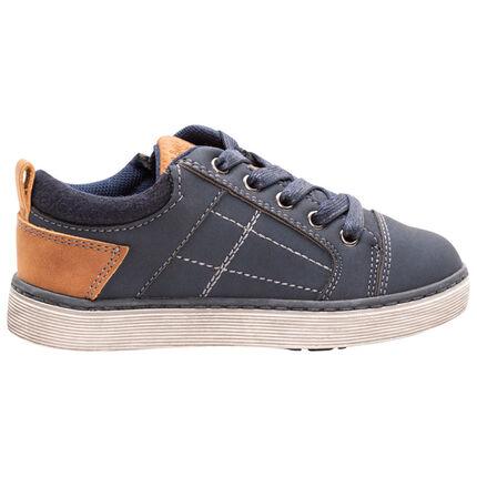 Lage sneakers met marineblauwe veters met camelkleurige toetsen va maat 23 tot 28