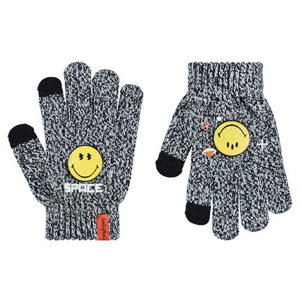 Gants en tricot twisté avec badge ©Smiley