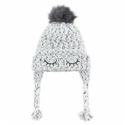 Bonnet péruvien en tricot avec détails brodés et pompon