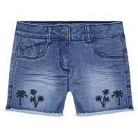Short en jeans effet used et crinkle avec palmiers brodés