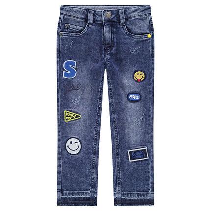 Jeans effet used avec badges patchés ©Smiley