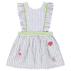 Gestreepte jurk van nepskatoen, met badges en gekruiste schouderbandjes.
