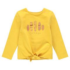 Sweater van gele molton om te knopen, met pluimen versierd met pailletjes