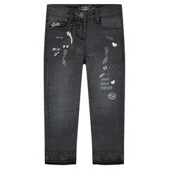 Jeans effet used avec mots brodés et printés