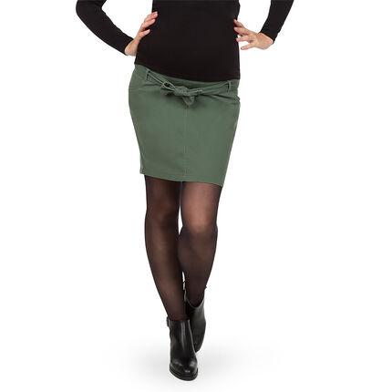 Korte zwangerschapsrok met kaki riem die je kan vastknopen