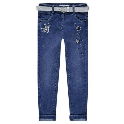 Jeans slim effet used avec ceinture pailletée amovible et broderies
