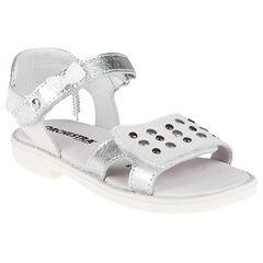 Nu-pieds blancs et argentés avec rivets métalliques