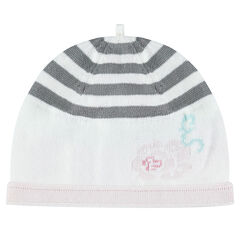 Bonnet en tricot avec rayures et rose en jacquard