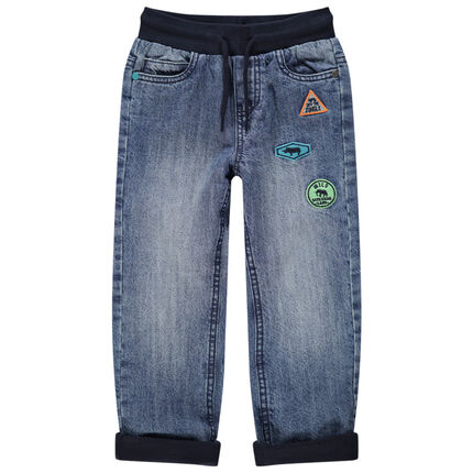 Jeans met used-effect en voering van jerseystof met opgestikte badges