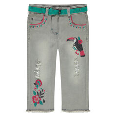 Pantacourt en jeans avec usures et broderies colorées