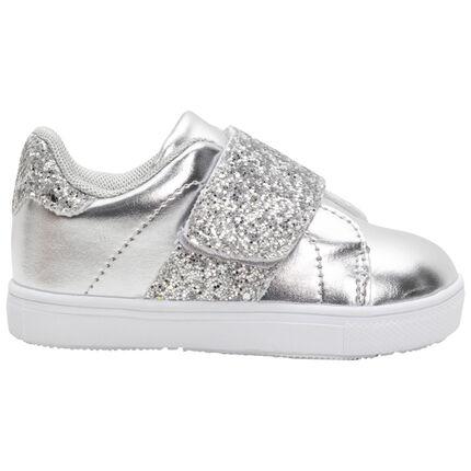 Lage, zilveren sneakers met inzetstukken met pailletjes