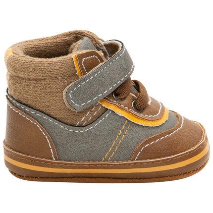 Soepele schoentjes uit twee materialen met veters en klittenband